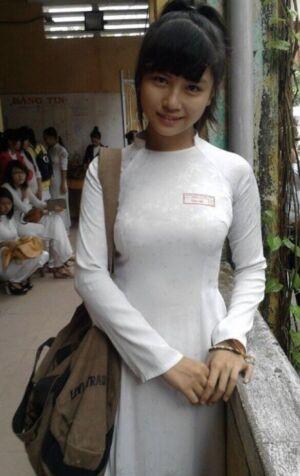 news4vip 1629851956 105 300x476 - 【画像】 女が余っている事で有名なベトナムのJKがこちらwwwww