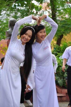 news4vip 1629851956 4902 300x452 - 【画像】 女が余っている事で有名なベトナムのJKがこちらwwwww